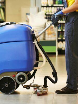 Trabajoi-de-limpieza-en-supermercados